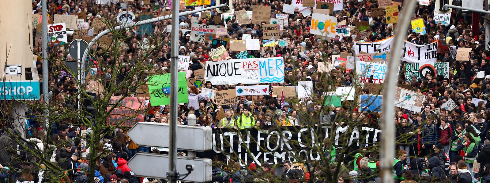 """Tausende Schüler in Luxemburg schließen sich der Bewegung """"Fridays for Future"""" an und senden eine klare Botschaft an die Politik."""