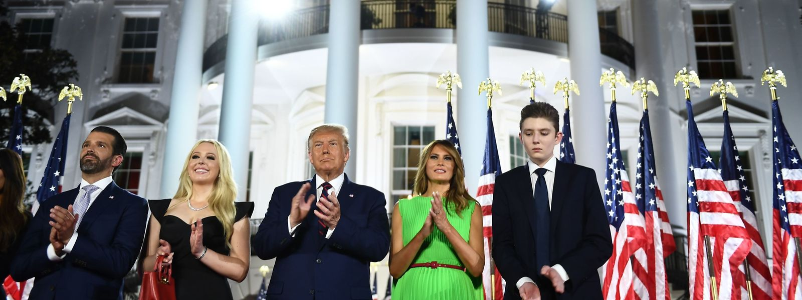 (R-L) Barron Trump, First Lady Melania Trump, US-Präsident Donald Trump, Tiffany Trump und Donald Trump Jr. sehen sich die Feuerwerke über Washington DC an.