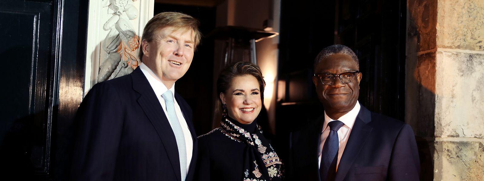 La Grand-Duchesse avec Denis Mukwege (à d.) et le roi des Pays-Bas Willem-Alexander (à g.).