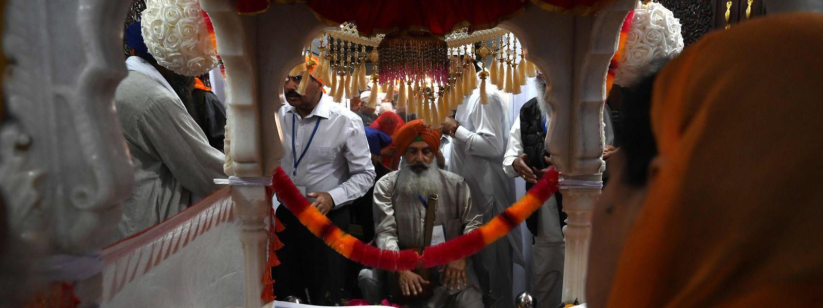 Des fidèles sikhs en pèlerinage.