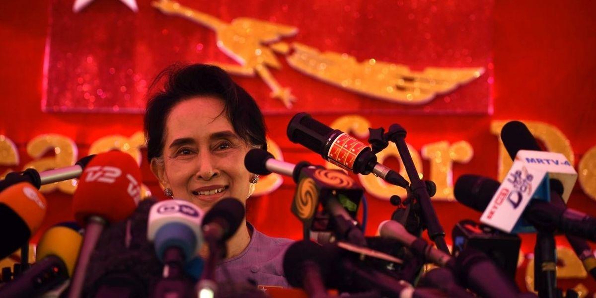 Aung San Suu Kyi, Freiheitsikone mit Kratzern