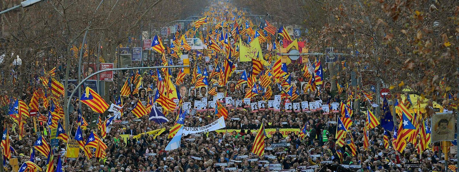 Zahlreiche Großdemonstrationen gegen den Separatistenprozess hat es in den vergangenen Monaten gegeben.