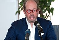 Der Verwaltungsratspräsident der Hôpitaux Robert Schuman, Jean-Louis Schiltz, am Donnerstag bei der Pressekonferenz.