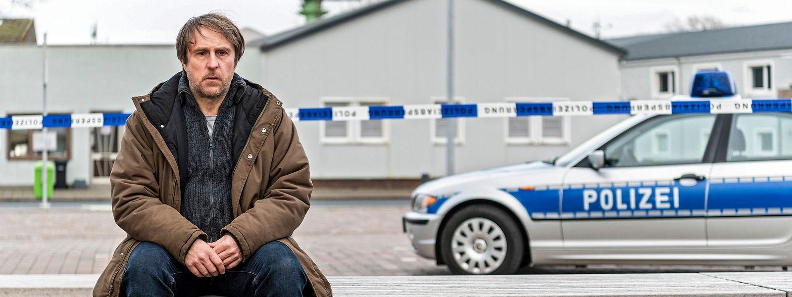 Bjarne Mädel (hier als Kommissar Sörensen), der Mitte der 1990er-Jahre eine Schauspielausbildung an der Hochschule für Film und Fernsehen in Potsdam absolvierte, steht seit rund 20 Jahren vor der Kamera.