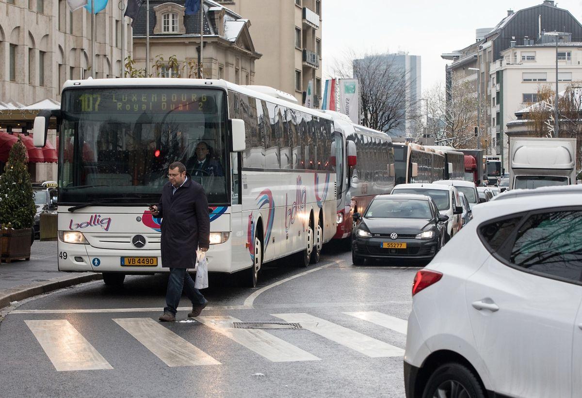 Le tram devrait aider à mettre fin au chaos quotidien des bus dans le centre-ville.