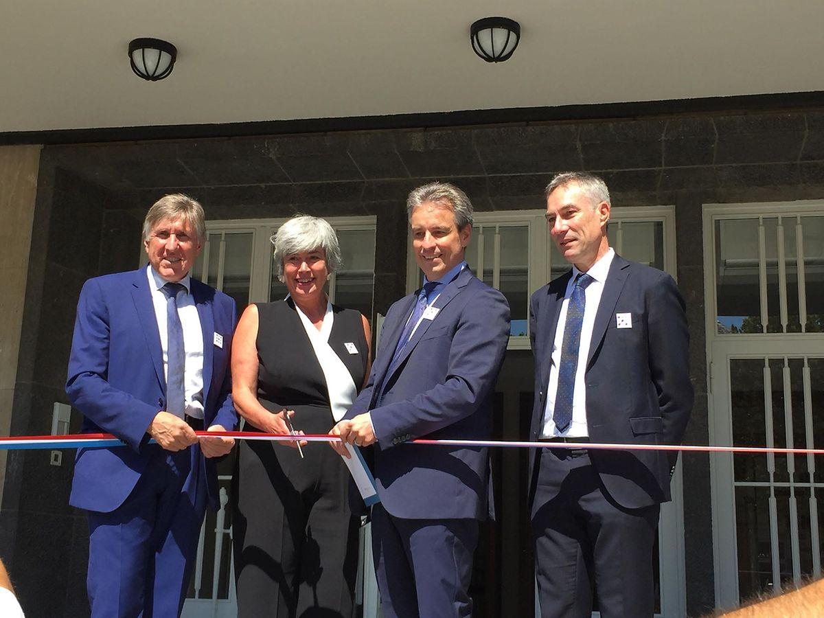 Karin Pundel, directrice de l'INL, a inauguré d'un coup de ciseaux le nouvel établissement, ce vendredi 29 juin, en compagnie du ministre du Développement durable et des Infrastructures François Bausch.