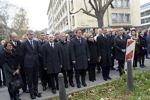 No Luxemburgo, o Grão-Duque Henri e a Grão-Duquesa Maria Teresa também respeitaram o minuto de silêncio. Xavier Bettel também esteve junto à embaixada francesa no Luxemburgo