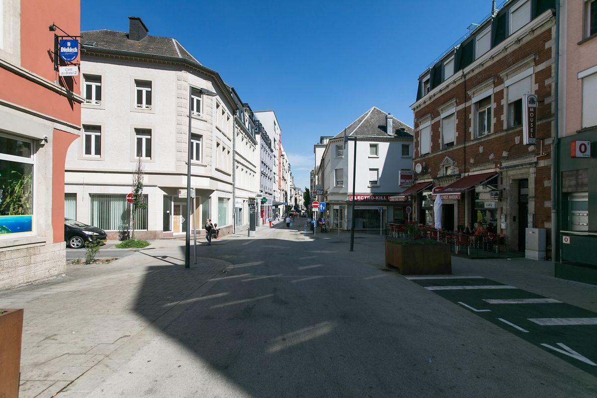 Tagsüber ist die Lage in der Avenue de la Gare übersichtlich. Doch es sei vor allem zu später Stunde, dass es Probleme in der Straße gebe, klagen die Einwohner.