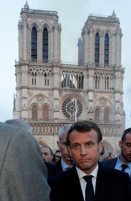 Emmanuel Macron reagierte mit Bestürzung, als er sich vor Ort ein Bild machte.