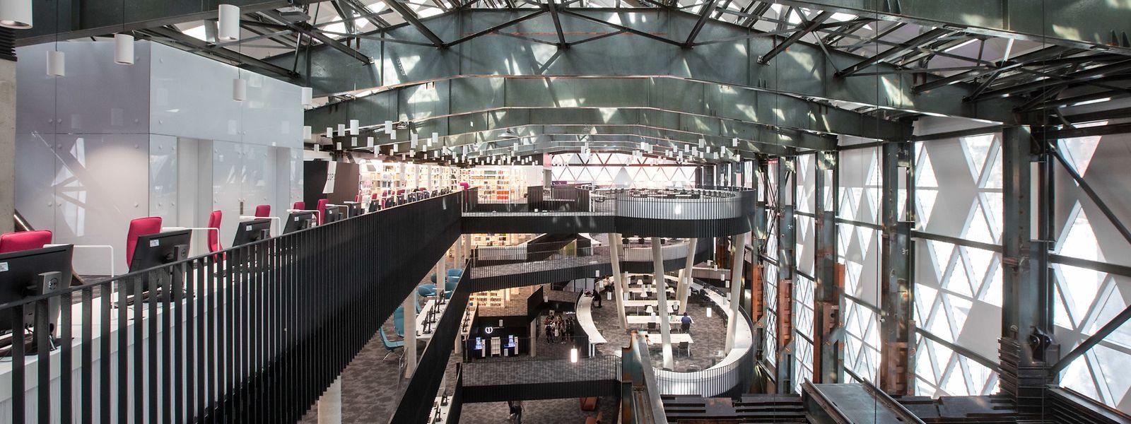 Die Stahlstruktur der ehemaligen Möllerei wurde in die neue Bibliothek integriert.