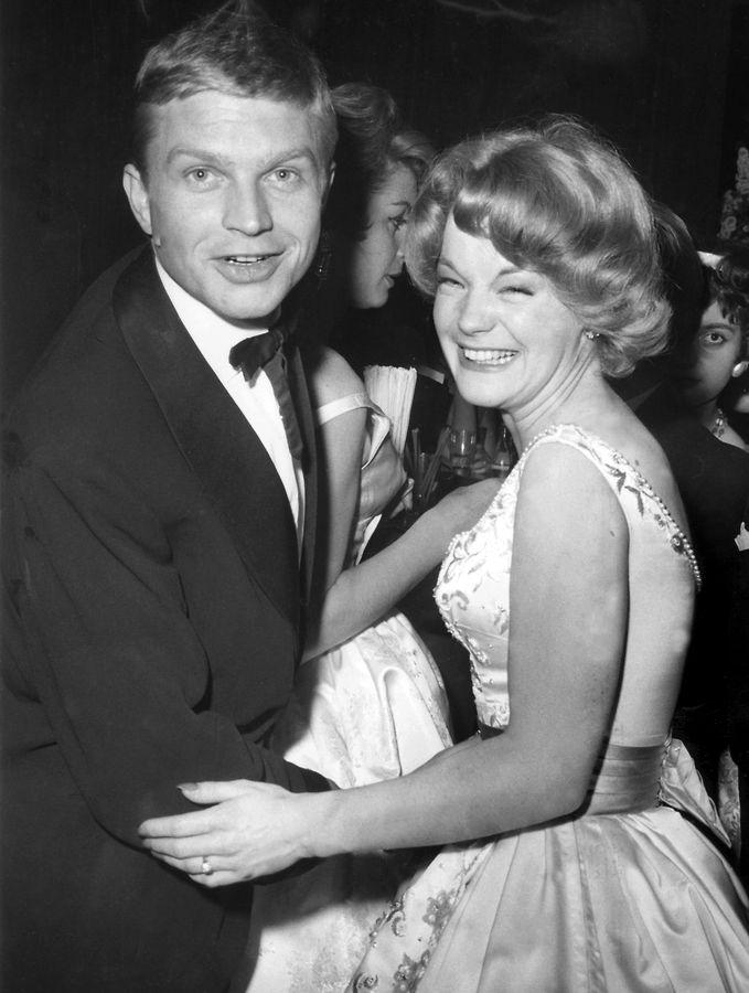 Romy Schneider und Hardy Krüger im Jahre 1959 beim Tanzen auf dem Filmball in Berlin im Hilton-Hotel.