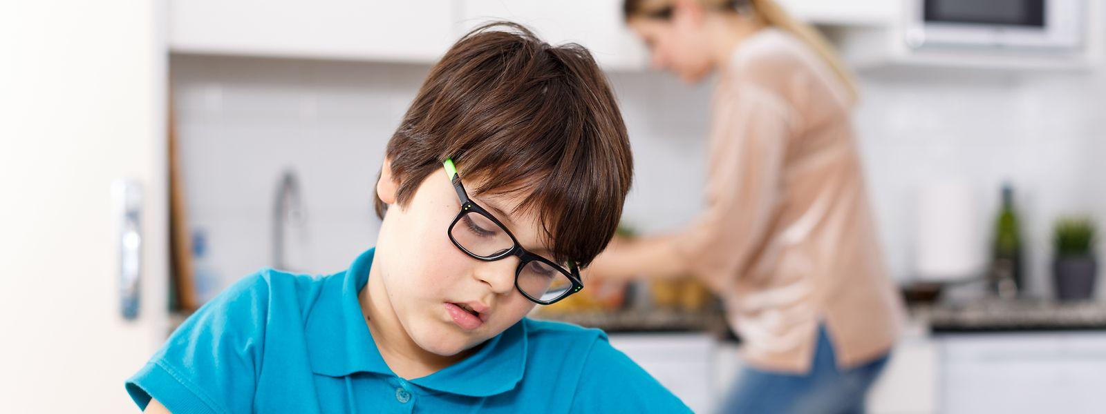 Kinder und Jugendliche müssen noch länger von zu Hause aus lernen. Ihre Eltern sollen sie zumindest bis zu den Osterferien betreuen können.