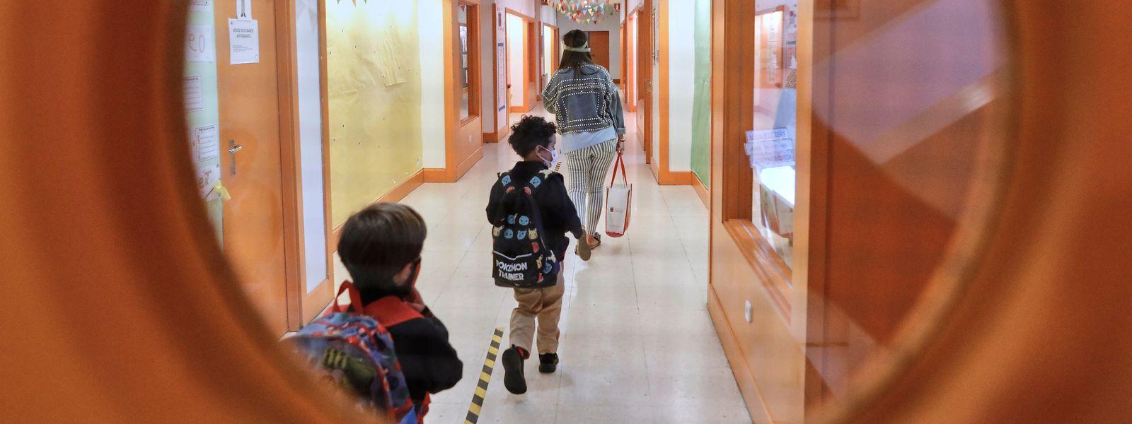 Selon le ministère, 85% des infections seraient des cas isolés, c'est-à-dire, des contaminations sans lien avec l'école.