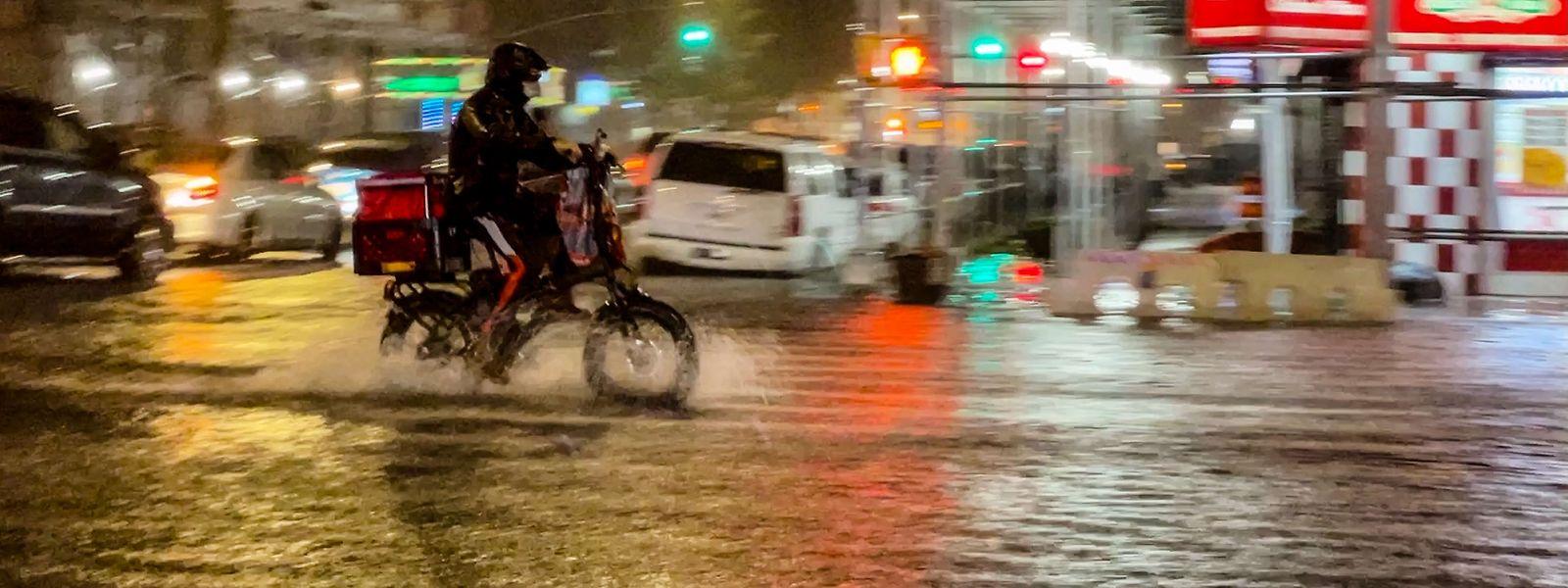 Die Straßen waren binnen weniger Minuten überflutet.