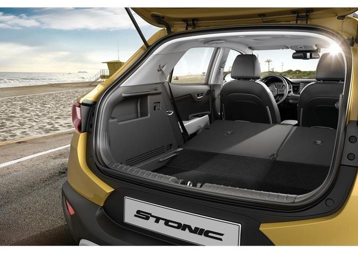 Trotz seiner kompakten Außenmaße bietet der Stonic den Passagieren bequeme Plätze und viel Stauraum im variablen Gepäckabteil.