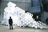 2002: Eine Kunststoffplastik der Gebrüder Bouroullec zog im noch unfertigen Mudam-Foyer die Blicke auf sich.
