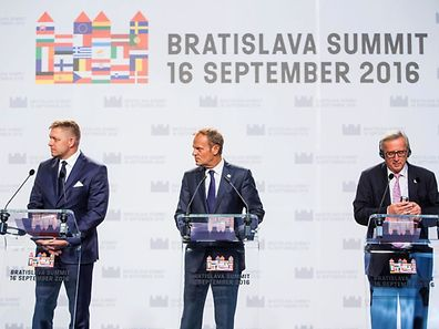 (L to R) Slovakia's Prime minister Robert Fico, President of the European Council Donald Tusk and European Commission President Jean-Claude Juncker deliver a joint statement after the European Union Summit of 27 Heads of State or Government in Bratislava, Slovakia on September 16, 2016.   The 27 leaders -- minus British Prime Minister Theresa May -- gathered at Bratislava's towering castle overlooking the River Danube, determined to respond to the challenges of mass migration, security, globalisation and a stuttering economy. / AFP PHOTO / Stringer