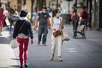 Fußgänger mit Maske - Foto: Pierre Matgé/Luxemburger Wort