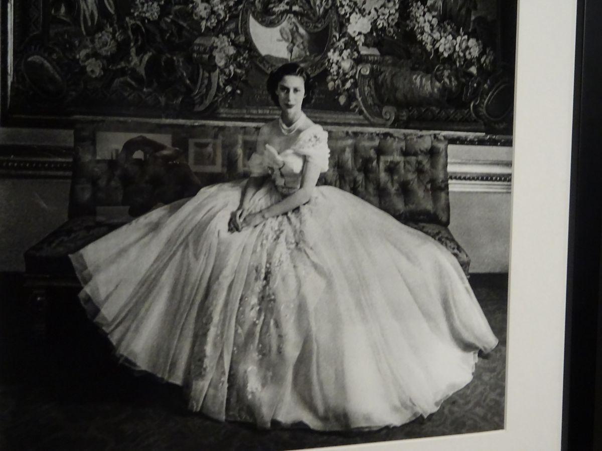 Photo de Cecil Beaton de 1951 montrant la princesse Margaret et sa robe Dior en tulle blanc