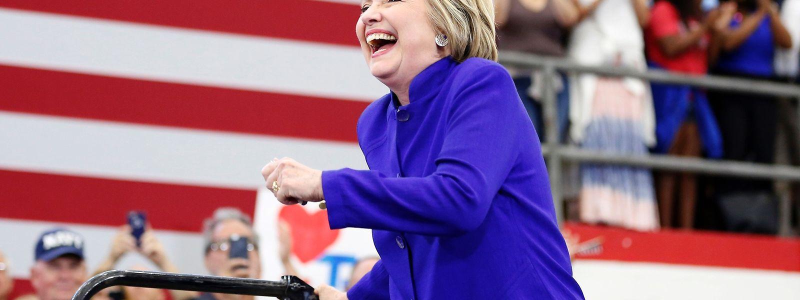 Hillary Clinton scheint genug Stimmen gesammelt zu haben, um offizielle Präsidentschaftskandidatin zu werden.