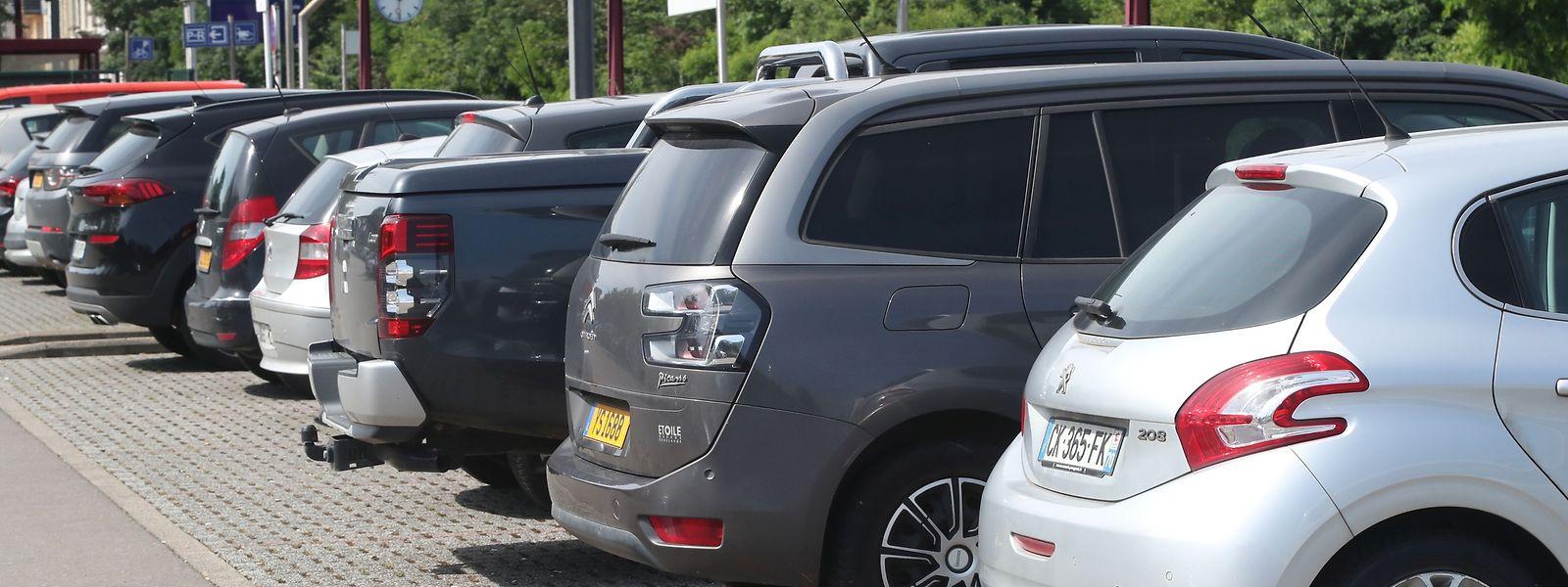 Parkplätze werden oft übermäßig lange in Beschlag genommen. Dagegen will man jetzt in Düdelingen vorgehen.