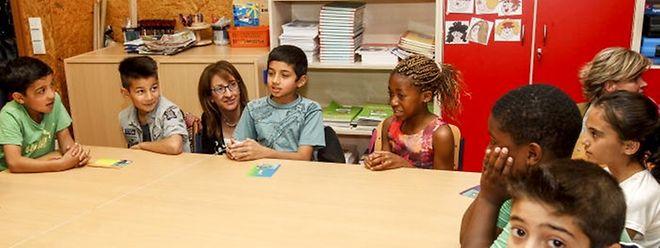 Kurz nach ihrer Ankunft im Mai, stellten diese Kinder bei einer offiziellen Visite von Regierungsmitgliedern bereits ihre Sprachkenntnisse unter Beweis.