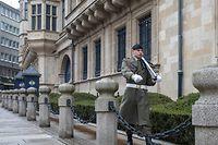 2.3. Palais Grand Ducal / Soldaten jetzt zu zweit und mit scharfer Munition in den Gewehren Foto.Guy Jallay