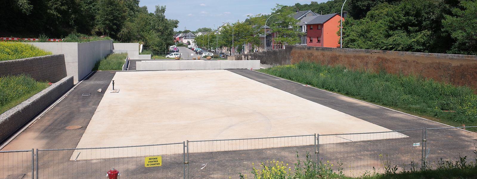 Der Standort am Quai Neudorf ist fertig vorbereitet. Nach den Sommerferien soll die eigentliche Struktur des Flüchtlingsheims montiert werden.
