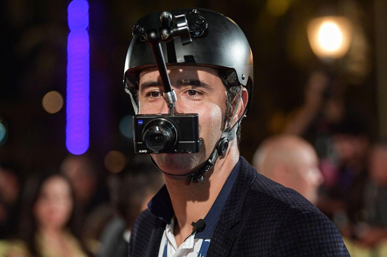 Tunis. Eindrücke auf dem roten Teppich beim 30. Carthage Film Festival sammelte dieser tunesische Fan live – mit seiner Helmkamera.