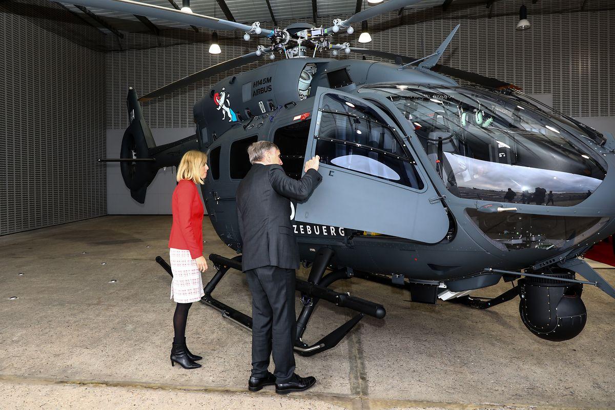 Les ministres de la Défense et de l'Intérieur ont réceptionné les hélicoptères prévus pour la police et l'armée, en novembre 2019.