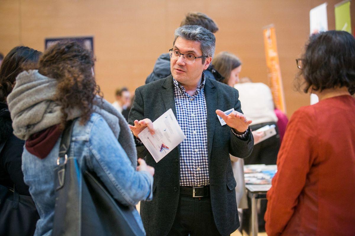 Antoine Tabbone fait la promotion de son UFR et du parcours MIAGE qui assure un CDI à ses étudiants avant même la fin de leur formation