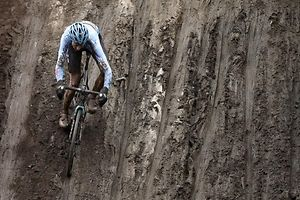 Abfahrt Michael Vanthourenhout (B - Belgium #5)/ Radsport, Velo, Cyclo-Cross, Saison 2017 / 29.01.2017 /UCI Cyclo-Cross World Championships 2017, Bieles, Weltmeisterschaft - Männer Elite, Men Elite / Belvaux, Belval, Luxemburg /Foto: Ben Majerus