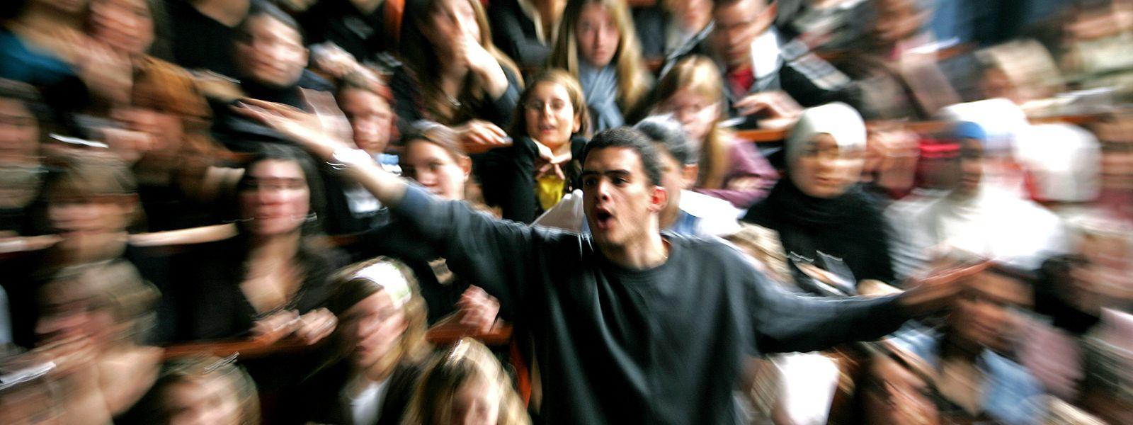Les fêtes des étudiants belges peuvent-elles encore entonner des chants discriminants? La tradition ne justifie pas tout.
