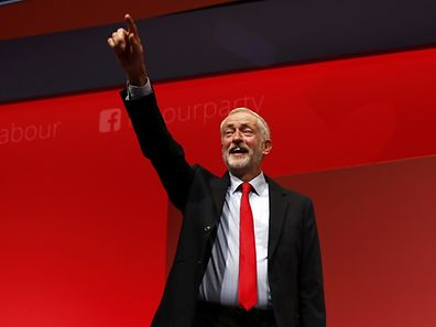 Jeremy Corbyn après l'annonce de sa victoire, à Liverpool, samedi 24 septembre