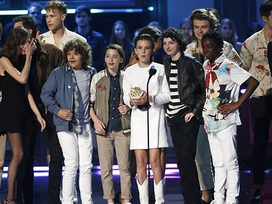 """2017 MTV Movie and TV Awards - Show – Los Angeles, U.S., 07/05/2017 – The cast of """"Stranger Things"""" accept the award for """"Show of the Year."""" REUTERS/Mario Anzuoni"""