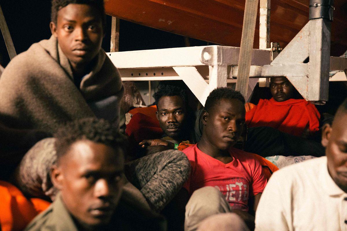 An Bord des Schiffes warten 234 Menschen.