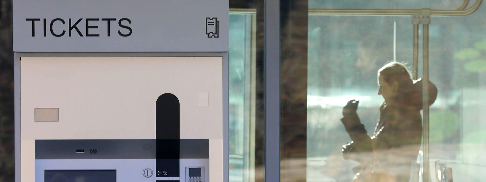 Wer keinen gültigen Fahrschein in Bus, Bahn und Tram vorzeigen kann, riskiert 150 Euro Strafe zu bezahlen. Bis zur Einführung des Gratistransports gilt die Fahrscheinpflicht – und es wird auch weiterhin kontrolliert.