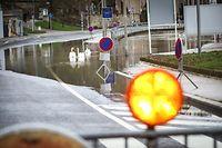 Lokales,Wegen Hochwasser gesperrte Strassen.hier:Wasserbillig Cr134.Esplanade de la Moselle.. Foto: Gerry Huberty/Luxemburger Wort