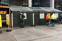 Die Armee hat am Freitag Empfangszelte vor dem Krankenhaus in Kirchberg aufgerichtet.