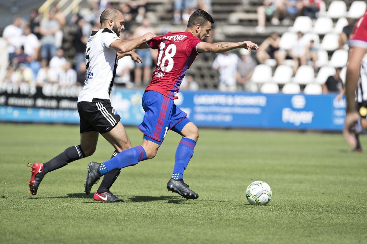 Hakim Menai devancé par Dejvid Sinani. Le Fola a mené 1-0 avant de perdre le fil des débats durant la seconde période.