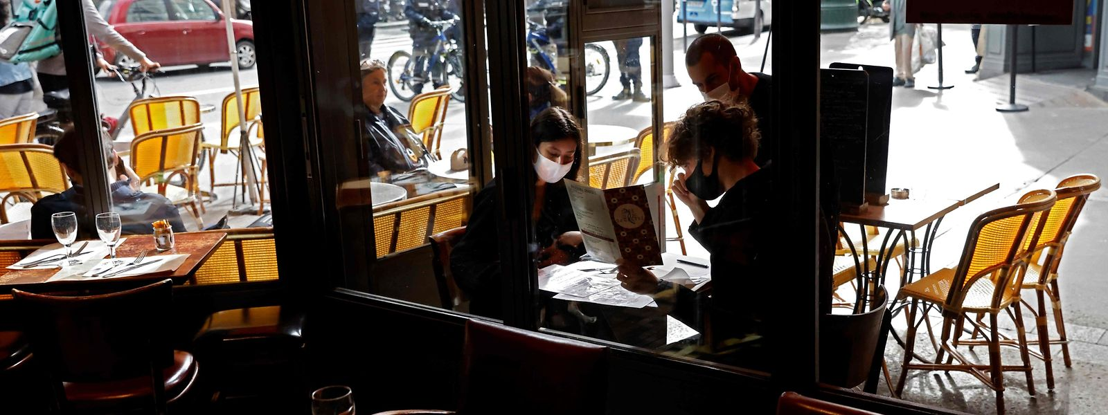 A compter de vendredi, le nombre de convives autour d'une même table sera limité à quatre personnes en dehors des membres d'un même foyer.