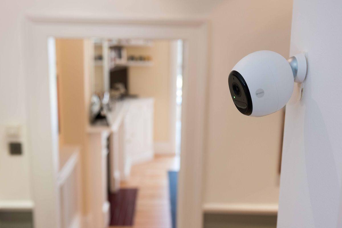 Das Persönlichkeitsrecht von Gästen endet nicht am Eingang zur Wohnung: Auch bei der Überwachung in den eigenen vier Wänden gibt es rechtliche Grenzen.