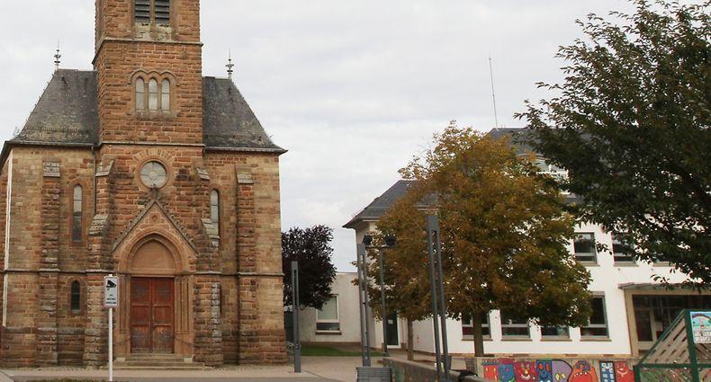 Die Kirche von Niederfeulen bleibt im Dorf und wird zu einem späteren Zeitpunkt saniert werden.