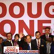 Doug Jones beschert den Demokraten einen hauchdünnen Überraschungssieg - und einen wichtigen Sitz im Senat.