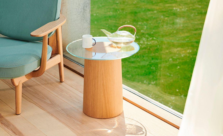 """Eiche ist und bleibt ein sehr beliebtes Holz für Möbel. Auch Fritz Hansen greift für ein neues Produkt unter anderem dazu: Beistelltisch """"Stub"""" (dänisch: Stumpf) von Architektin Mette Schelde."""