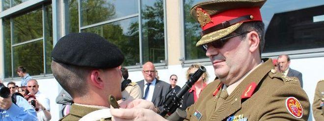 Em Abril deste ano,  Mario Daubenfeld atribuiu as insígnias do Exército do Luxemburgo a 50 novos recrutas. Mais de metade falava português