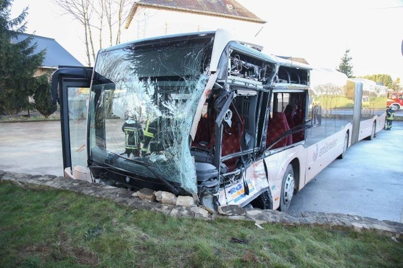 Quinze personnes qui se trouvaient dans le bus ont été blessées, dont deux grièvement