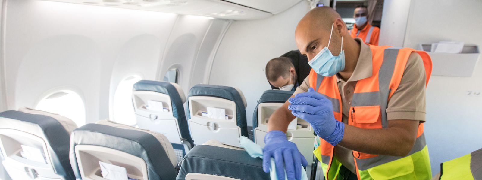 Après avoir voyagé dans des cabines bien désinfectées, les passagers des vols arrivant au Luxembourg se verront proposer un dépistage désormais.