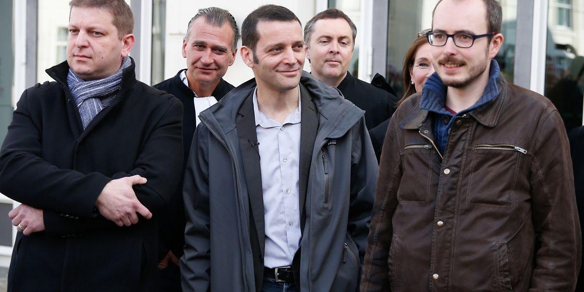 Os três acusados, Raphaël Halet, o jornalista Edouard Perrin e Antoine Deltour.