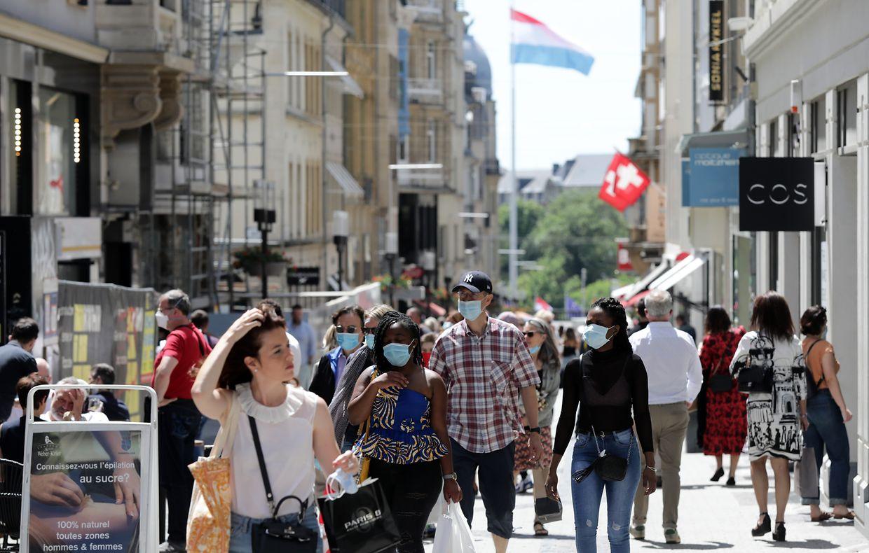 In der Hauptstadt waren am Samstag in der Fußgängerzone viele Menschen unterwegs.